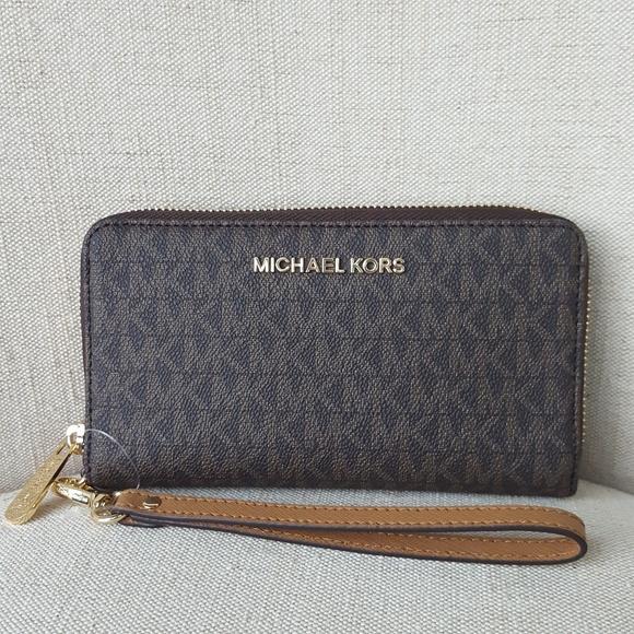 59882e48358d MICHAEL Michael Kors Bags | Nwt Michael Kors Lg Travel Phone Case ...